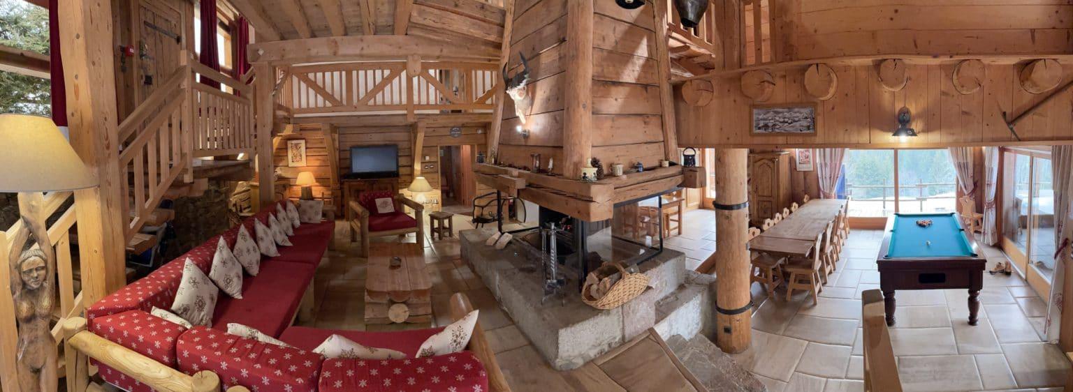 Séjour et salle à manger très spacieux pour vos séjour en famille ou entre amis à la montagne dans la belle station des Portes du soleil
