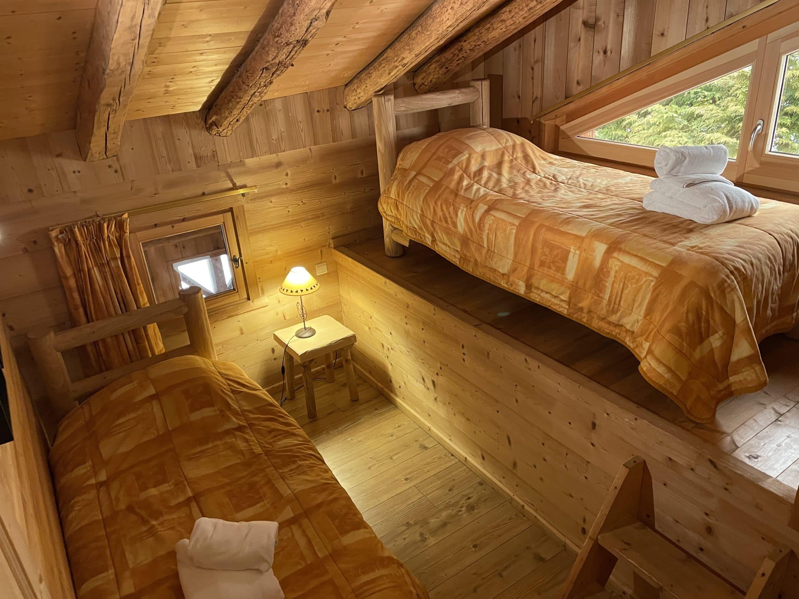 découvrez notre chambre cabane insolite dans ce logement atypique à la montagne directement sur les pistes