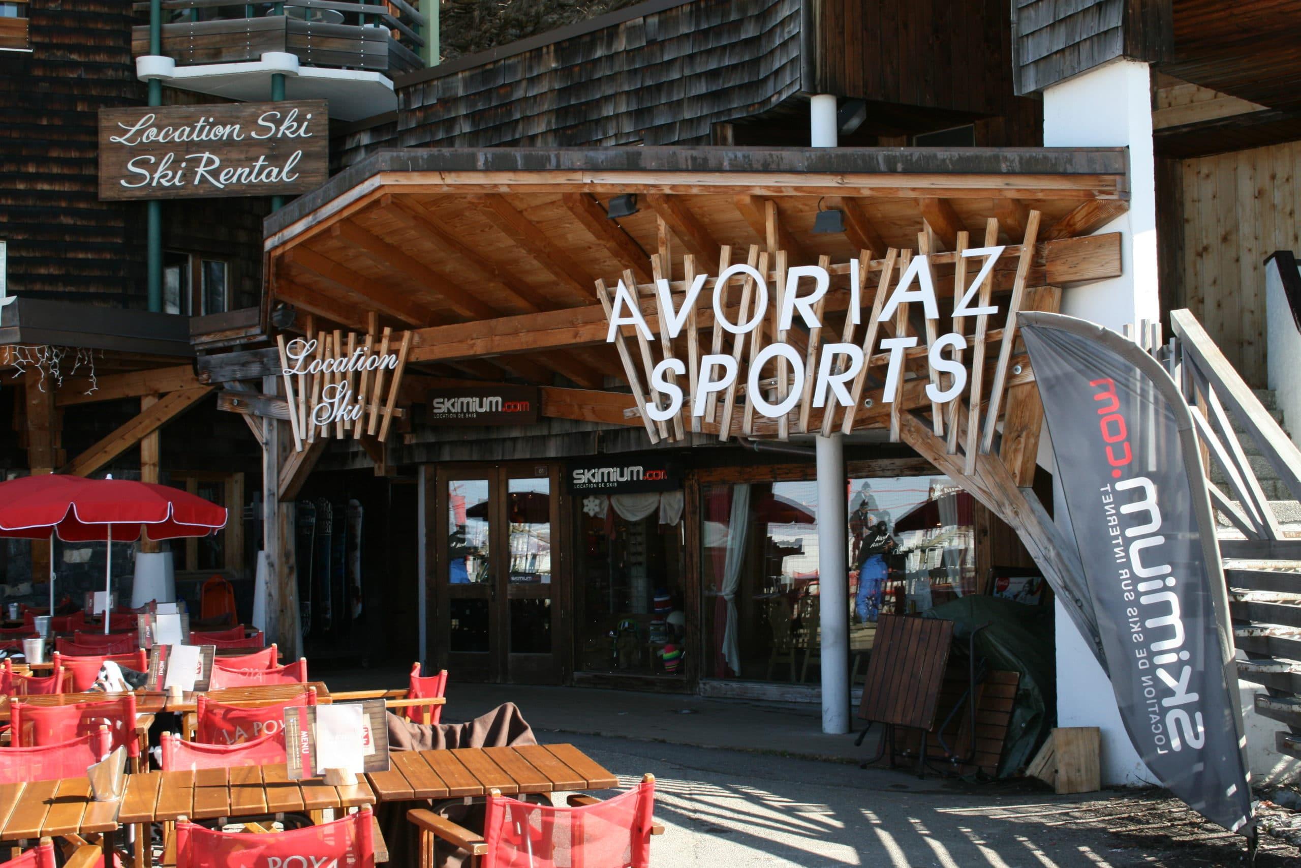 Visitez notre magasin partenaire proposant des articles de sports pour vos sorties d'hiver à Avoriaz 1800 face à l'arrivée du téléphérique des Prodains
