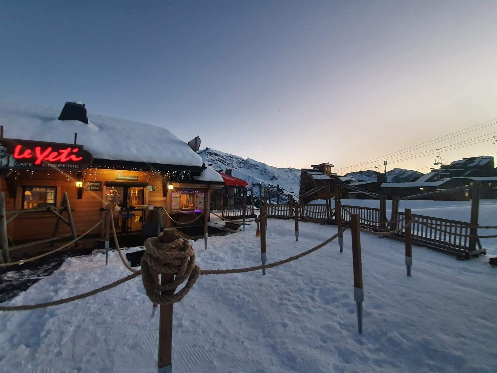 Venez vous restaurer dans notre restaurant partenaire le Yeti à Avoriaz 1800
