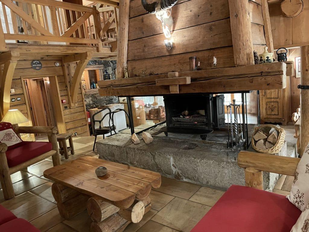 Venez apprécier un bon apéritif au coin du feu entre amis ou en famille dans un chalet de montagne à morzine